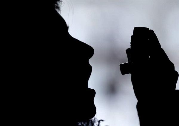 image-of-a-man-using-inhaler