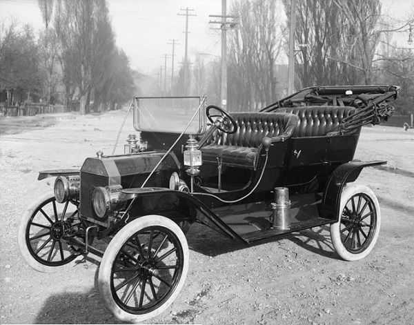 Image-of-a-1910-Model-T-Ford