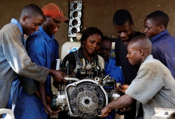 group-of-auto-mechanic-learners