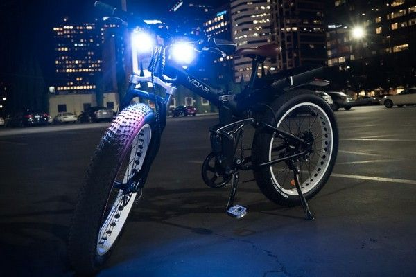 the-bike-lights-up-at-night