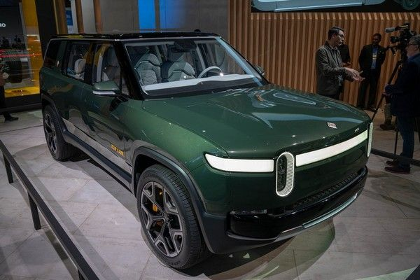 The-Rivian-R1S-SUV-edition-2021