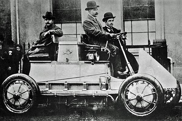 Early-hybrid-Porsche-car