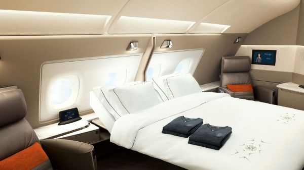 First class suit on Singapore Ailrline'sAirbus A380 with double bed