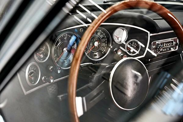 a-bmw-gt-1600-convertible-dashboard