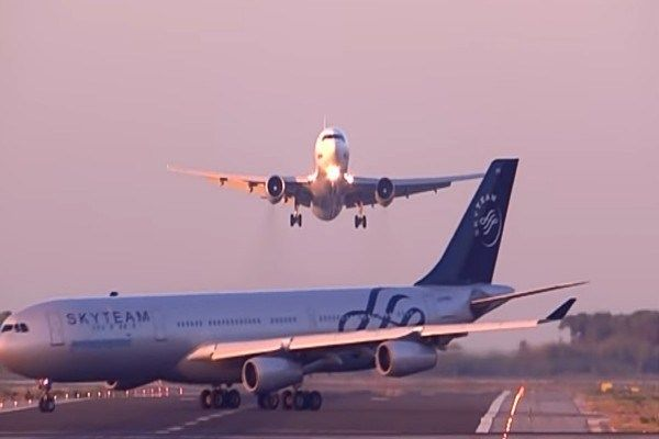 the-plane-stops-landing-to-avoid-crashing-another-plane