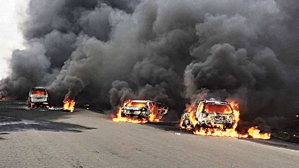 fire-destroying-vehicles-without-abating