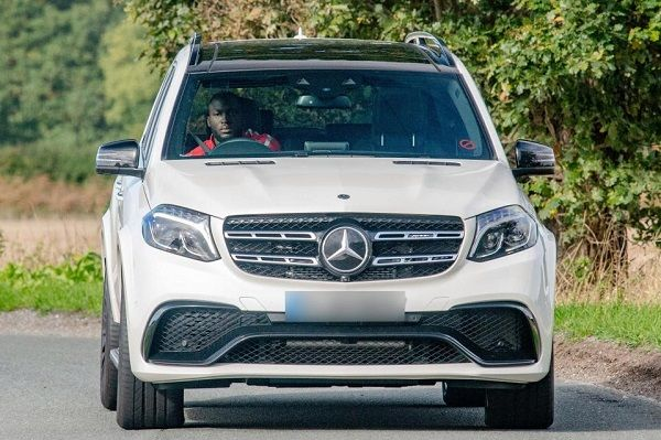 lukaku-in-his-mercedes-amg-gls