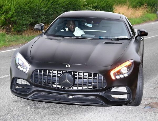 lukaku-driving-a-mercedes-gtr-coupe