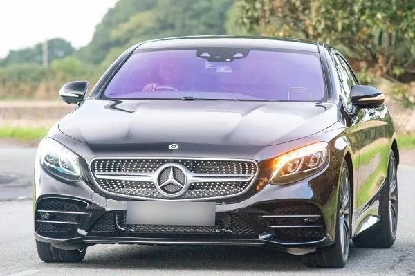 lukaku-driving-his-new-mercedes-s-class-coupe