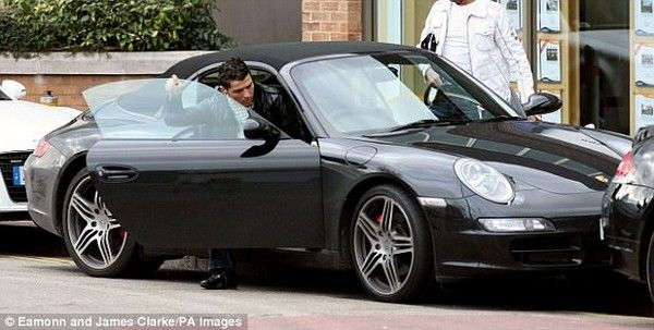 Ronaldo-driving-Porsche