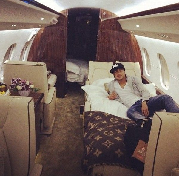 Neymar-in-private-jet