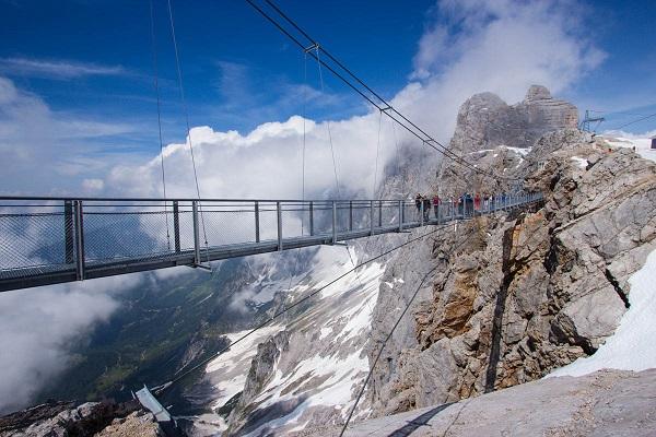 Image-of-the-Dachstein-Skywalk