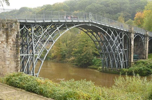 Image-of-the-iron-bridge-in-England