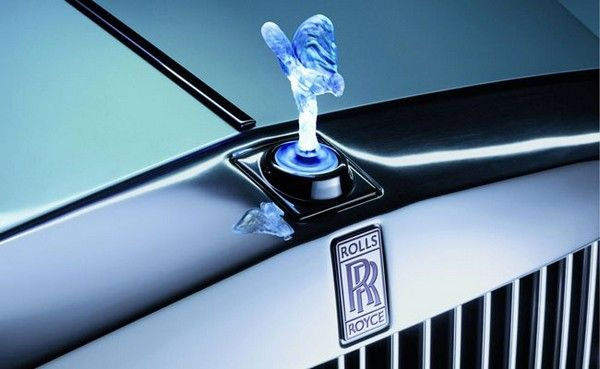 Rolls-Royce-logo-on-car