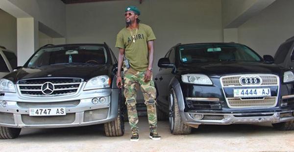 Emmanuel-Adebayor-in-the-garage