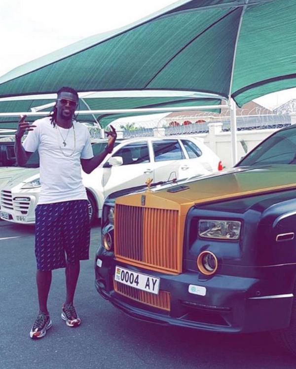 Emmanuel-Adebayor-beside-his-rolls-royce