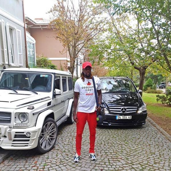 Emmanuel-Adebayor-and-cars