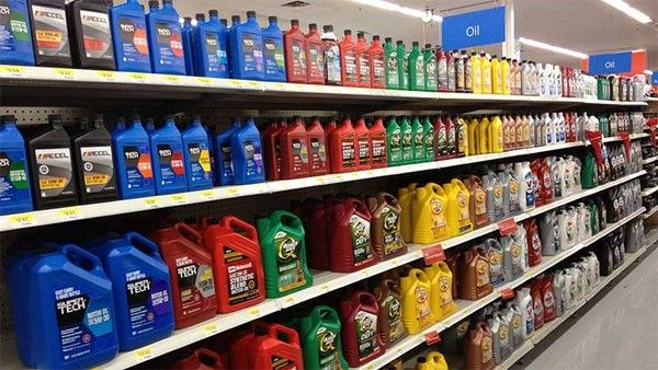 engine-oil-on-shelf