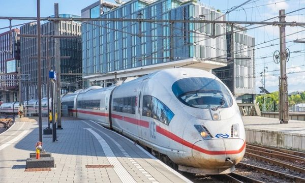 Image-of-an-electric-train