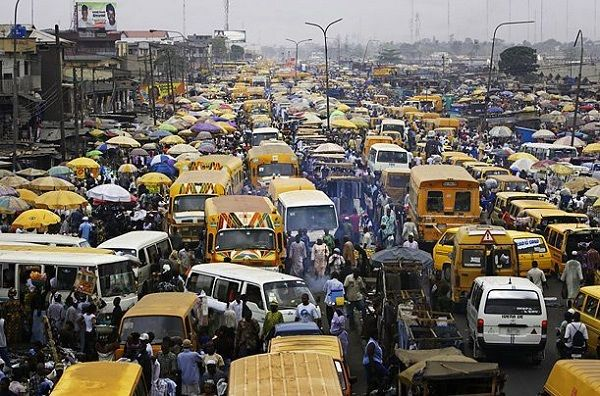 Image-of-a-long-Lagos-traffic-hold-up