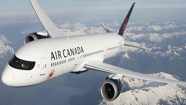 A-plane-climbs-into-the-sky
