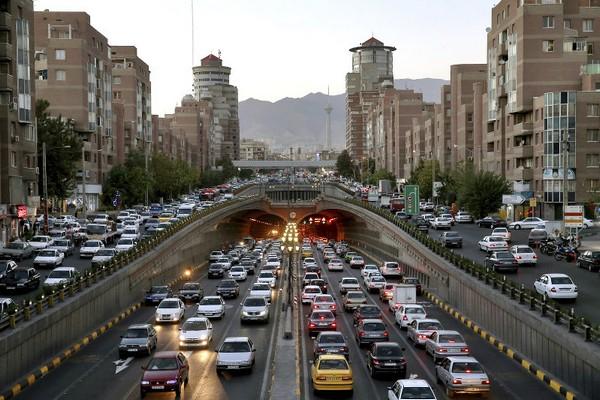 crowded-streets-in-Tehran-Iran