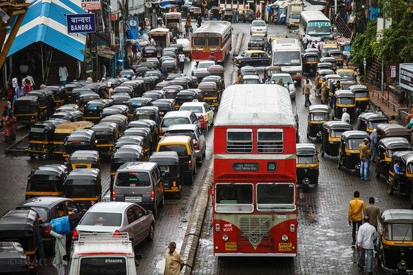 crowded-streets-in-Mumbai-city