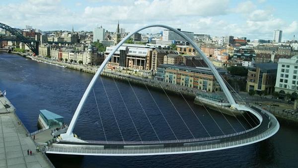Image-of-the-Gateshead-Millennium-Bridge-England
