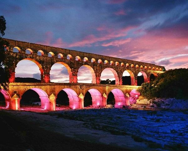 Image-of-the-Pont-du-Gard-Aqueduct-bridge