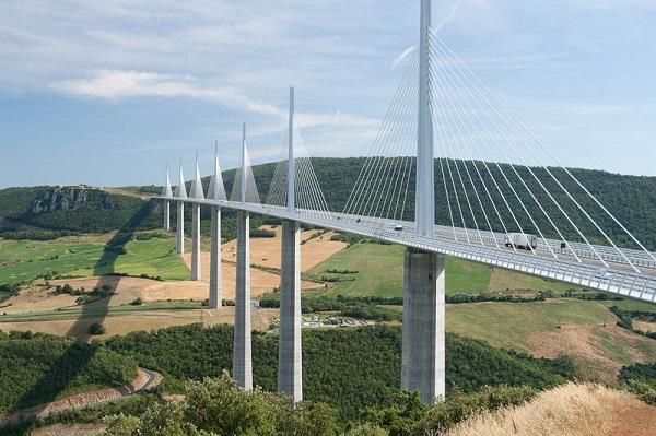 Image-of-the-Millau-Viaduct-bridge