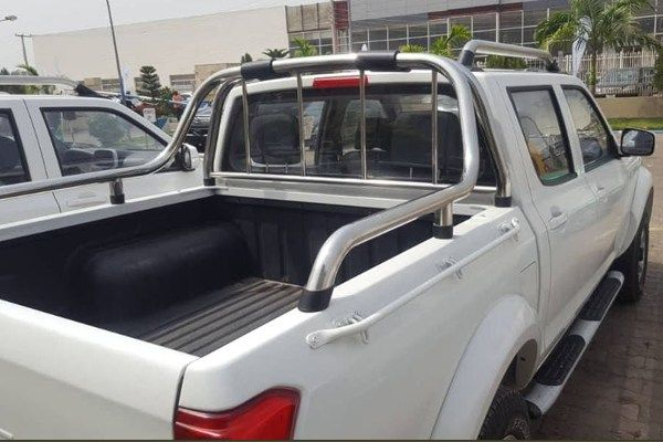 Image-of-a-Peugeot-pickup-truck