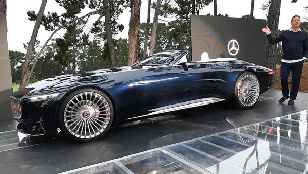 Vision-Mercedes-Maybach-6-convertible-at-an-event
