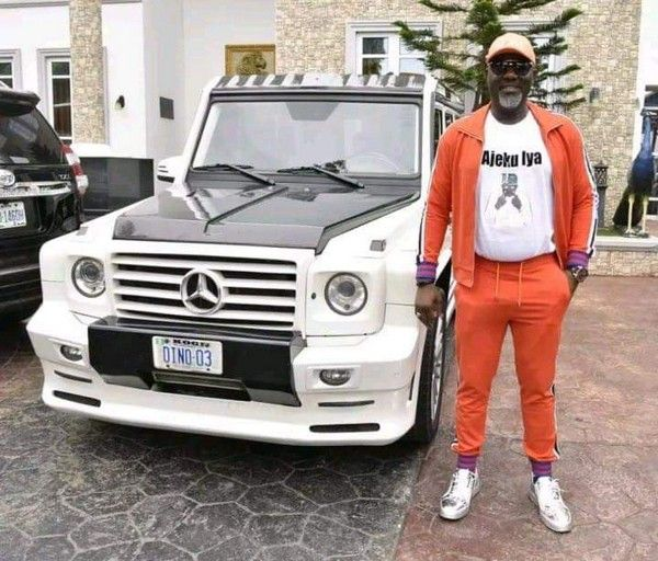Dino-Melaye-and-Mercedes-G-wagon