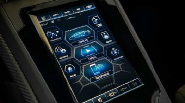 Image-of-an-8.4-inch-touh-display-inside-the-2020-Lamborghini-Huracán-EVO