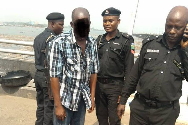Image-of-Lagos-RRS-officers-and-rescued-suicidal-man