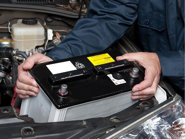 image-of-man-replacing-car-battery