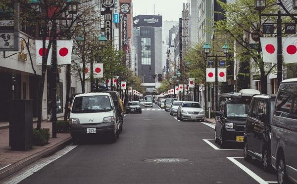 cars-on-Japanese-street