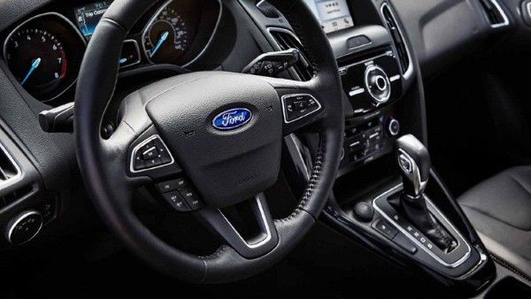 ford-focus-2018-steering-wheel