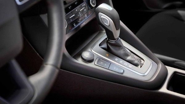 ford-focus-2018-gear-shift