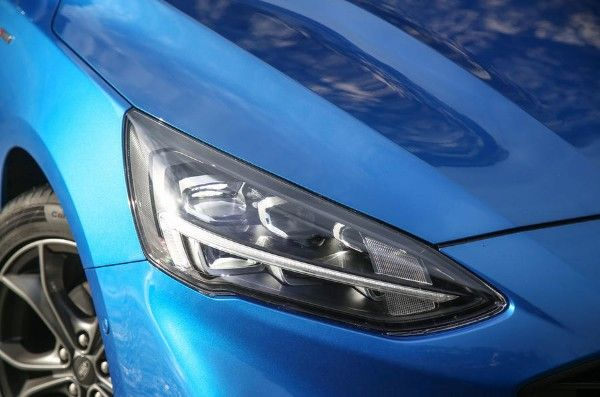 ford-focus-2018-fd-headlights