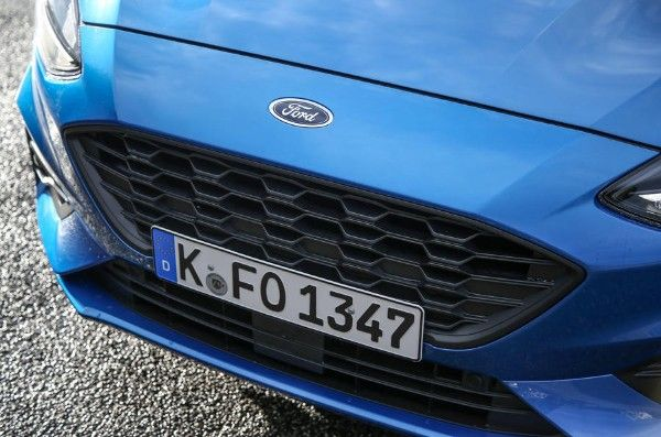 ford-focus-2018-front-bumper