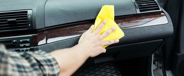 image-of-a-towel-cleaning-car-dashboard