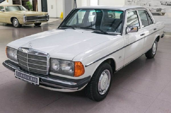 Image-of-a-1983-Mercedes-Benz-200
