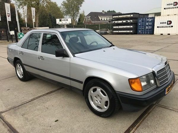 Image-of-a-1985-Mercedes-Benz-230E