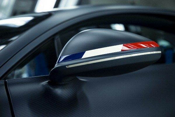 Image-of-French-Flag's tricolor-on-Bugatti-Chiron-side-mirror-cap