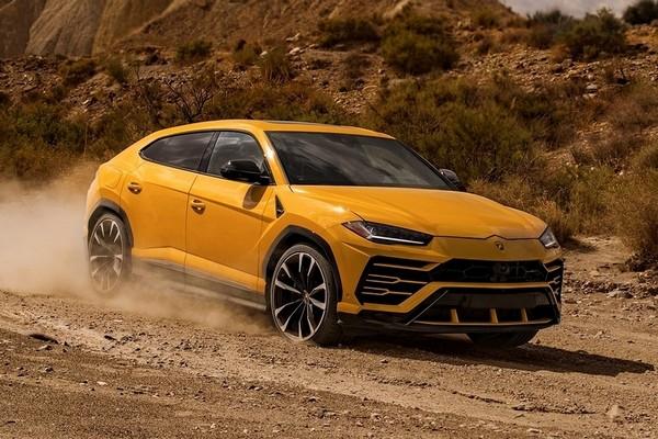 Lamborghini-Urus-yellow