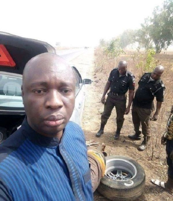 Selfie-of-car-owner-and-Nigerian-Police-officers-changing-tire