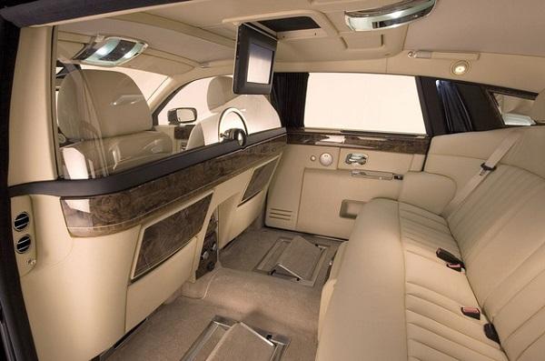 a-2008-Rolls-Royce-Phantom-interior