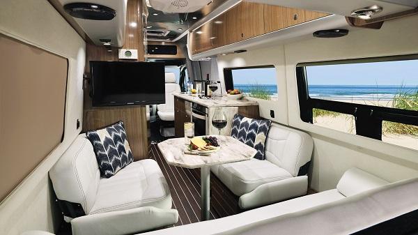 Airstream-Grand-Tour-interior