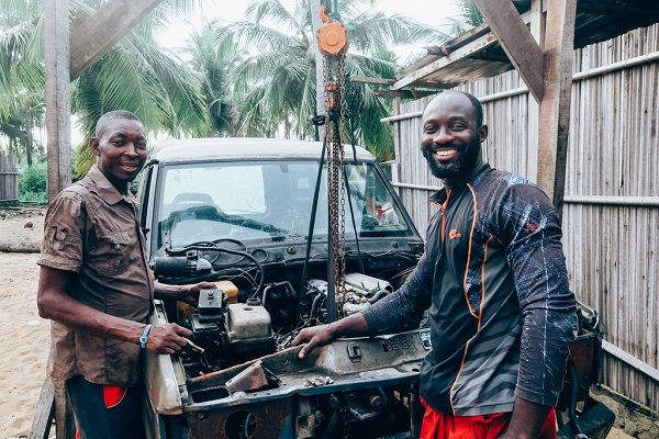 image-of-a-happy-mechanic-and-customer-in-nigeria